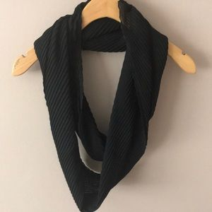 Accessories - 💥MUST GO MAKE AN OFFER💥 Black infinity scarf